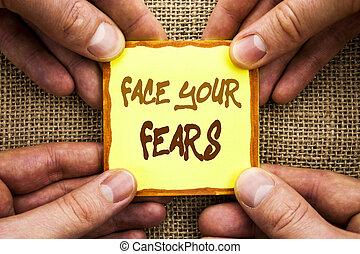 courageux, photo, papier collant, peur, ton, confiance, écriture, note, écrit, tenue, conceptuel, business, projection, main, bravoure, défi, figure, finger., fourage, fears., showcasing