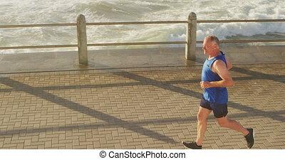 courant, homme aîné, promenade