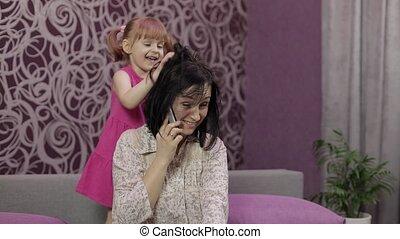 courant, mère, bruyant, sauter, essayer, accentué, parler, gosse, smartphone., enfant