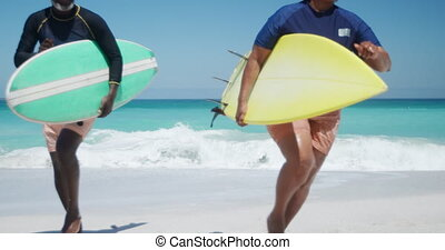 courant, personne agee, planches surf, couple