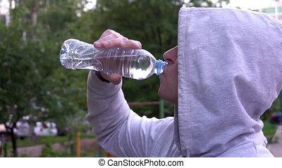 courir ensuite, jeune, eau, fitness, boire, homme