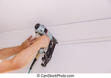 couronne, tailler, moldings, plafond, installation