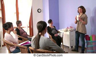 cours, qui attend, femmes enceintes