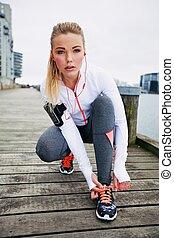 course, femme, elle, athlète, dentelles, attachement, avant