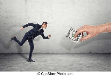 course homme affaires, pour, grand homme, main, leurrer, à, billet dollar