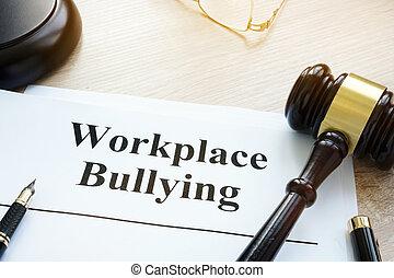 court., intimider, sur, documents, lieu travail