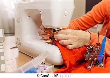 couturière, aiguille, monture, mains, machine coudre