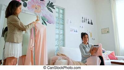 couturières, tissu, mesurer, mannequin, 4k, concepteur