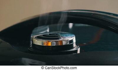 couvercle, multicooker, noir, vapeur, vient, dehors