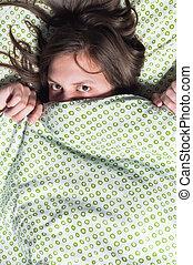 couverture, jeune, sous, portrait, girl, dissimulation