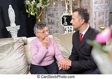 coveiro, consolar, mulher idosa