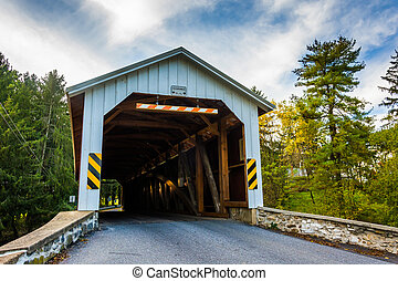 Covered bridge in rural Lancaster County, Pennsylvania. -...