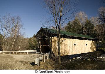 Covered Bridge, Vermont - \\\'Kissing Bridge\\\' Covered...
