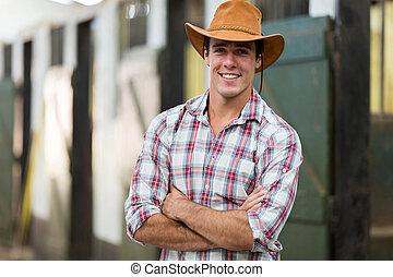cow-boy, à, bras croisés, dans, écurie