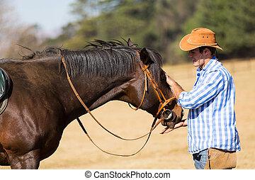 cowboy, fütterung, seine, pferd