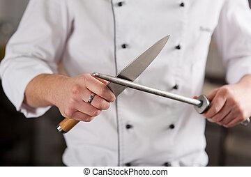 cozinheiro, afiando, comercial, faca, cozinha
