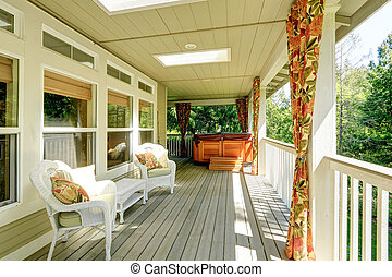 Cozy backyad deck with jacuzzi - Beautiful backyard deck ...