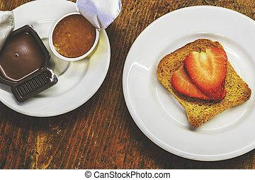 crème, sain, sur, grillé, nourriture, confiture, noisette, vieux, fraises, table., petit déjeuner, bois, pain