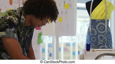 créatif, fonctionnement, homme, bureau, jeune