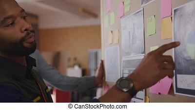 créatif, professionnels, bureau fonctionnant, moderne, jeune