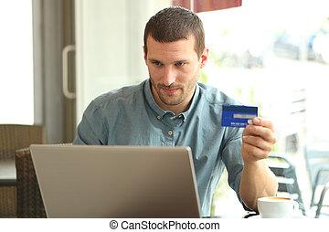 crédit, homme, barre, sérieux, carte, ordinateur portable, achat
