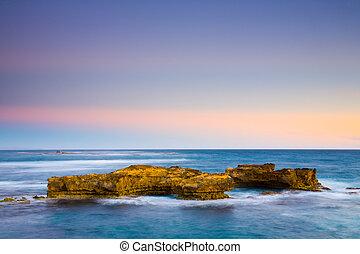crépuscule, sur, rochers, à, peterborough, sur, les, grande route océan, victoria, australie