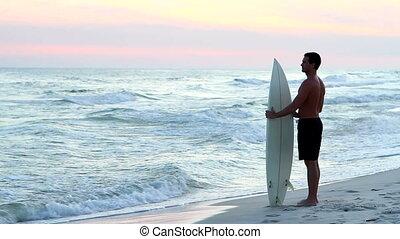 crépuscule, surfeur