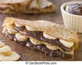 crêper, fyllt, med, banan, och, choklad, hasselnöt, breda