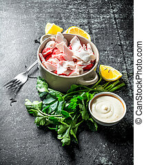 Crab meat with parsley, lemon slices and sauce.