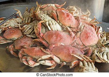 Crab out of water steaming - Bowling crab in fisherman Warf ...