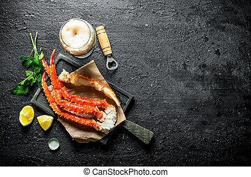 Crab with beer, parsley and lemon slices.