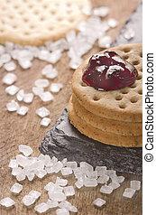 crackers, stapel, samen, met, jam, op bovenkant, op, black , steen, grof, suiker, op, houten, achtergrond.