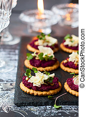 Crackers with beet pesto and cheese - Festive appetizer:...
