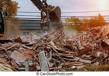 Cracks in wall of destruction of old Broken unfit the house is destroyed.