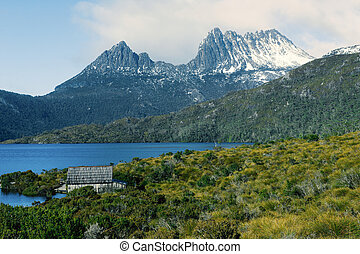 Cradle mountain in Tasmania - View of a cradle mountain in ...