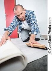 craftsman fitting a carpet