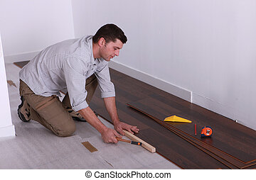 craftsman putting a wood flooring