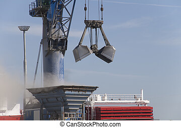 crane bucket unloading - Bucket of a large crane to download...