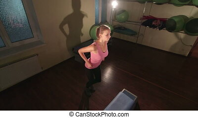 crane:, femme, jib, crise, fonctionnement, gymnase, stepper, jeune, dehors