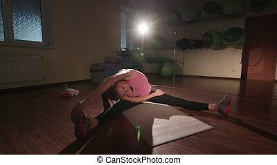 crane:, jib, séance entraînement, étirage, flexibilité, routine, fin, gymnase
