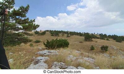 crane:, pieszy, kobieta, jib, hiking, góra, ciągnąć, płaskowyż, majestatyczny, od, dzień