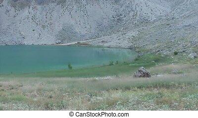 Crater green lake panning - Green crater lake, panning...