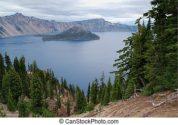 Crater Lake, Oregon. mount wizzard is in the middle of the ...