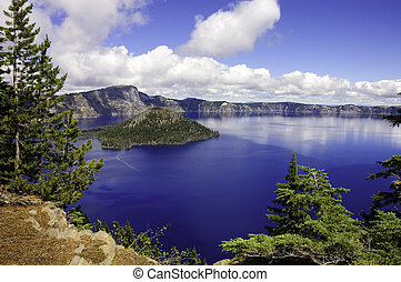 Crater Lake, Oregon - view of Crater lake in Oregon looking ...
