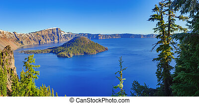 Crater lake view - Crater Lake National Park in autumn, ...