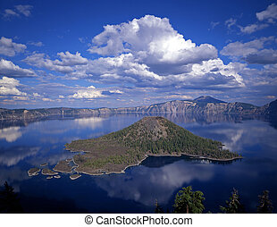 Crater Lake1 - Wizard Island in Crater Lake National Park, ...