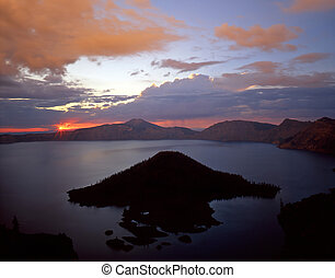 Crater Lake3 - Wizard Island in Crater Lake National Park, ...