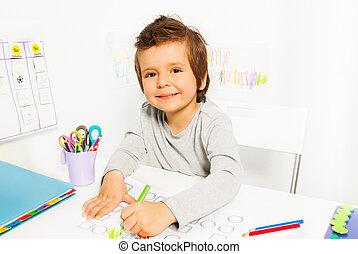 crayon, aba, dessine, garçon, positif, petit, pendant
