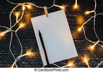 crayon, copyspace, bois, texte, entouré, bloc-notes, lumières, ajouter, bureau, fée, vous