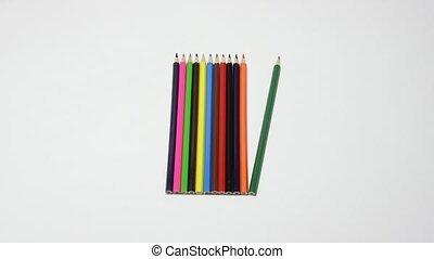 crayon, demande, crayons, corrected, il, contre, main, autre, fond, blanc, gros plan